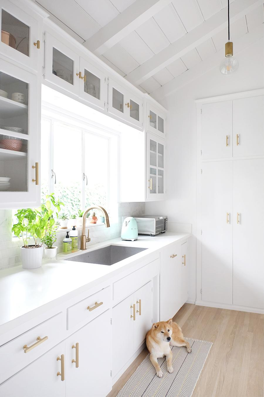 A 1950 S Kitchen Gets A Bright White Makeover On A Budget