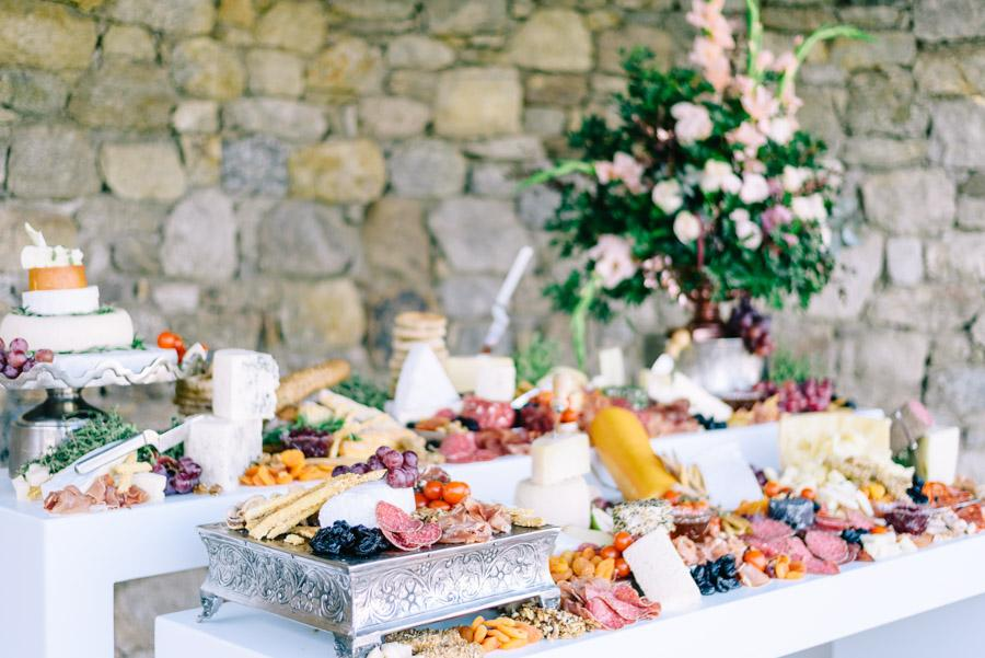 Romance and Greece Meet in this Stunning Inspiration Sesh
