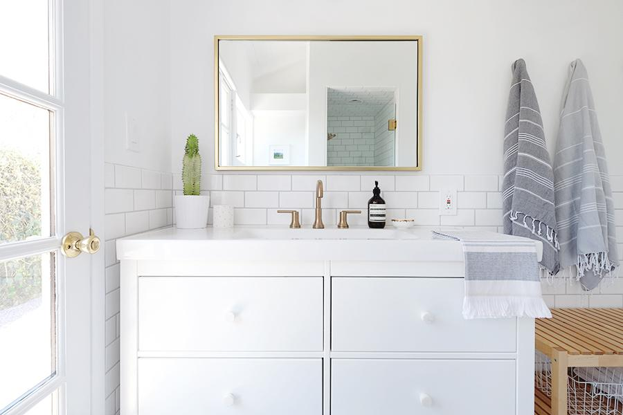 10 Ingredients You Need For A Chic Patterned Tile Bathroom