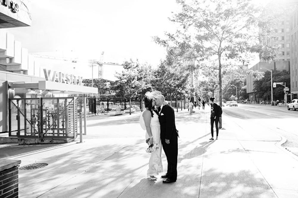 An Elegant Outdoor Wedding In Toronto Ontario: Modern, Elegant Wedding In Toronto